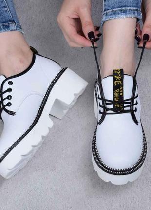 Эффектные белые туфли на шнуровке (332430)