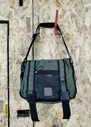 Зеленая спортивная дорожная сумка
