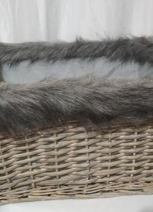 Корзина для хранения, плетёная ,с мехом.