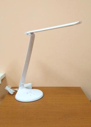 Лампа с сенсорным управлением, регуляцией яркости и цветовой температуры, ночником