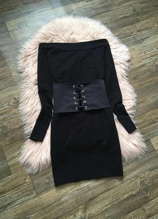 Стильное черное платье с корсетом