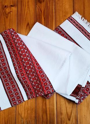 Весільний рушник з українською вишивкою