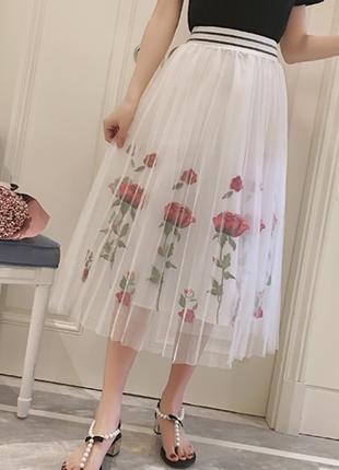 Шикарная юбка миди с вышивкой