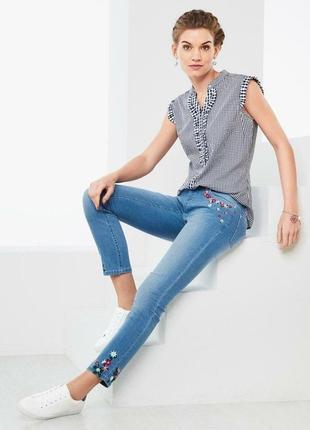 Стильные джинсы с нежной цветочной вышивкой от tchibo (германия) размер 36 евро=42-44