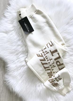 Спортивні штани на флісі prettylittlething