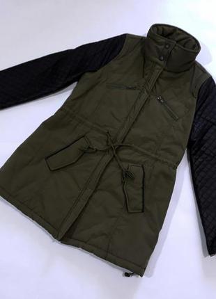 Демисезонная куртка- парка цвета хаки с рукавами из кожзама