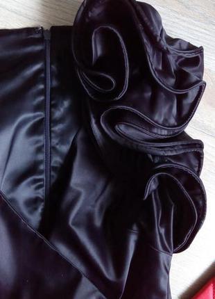 Вишукана атласна блуза топ з рюшами, що тримаюиь форму