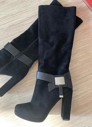 Стильные сапоги на высоком устойчивом каблуке