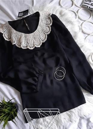 Блуза с модным воротником от atmosphere