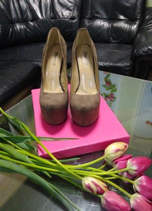 Эффектные туфли на высоком каблуке 38 размер