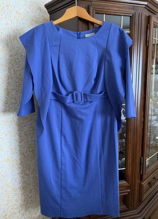 Стильне плаття кольору індіго.