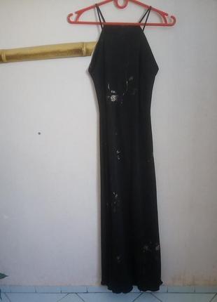 Длинное вечернее платье на бретелях