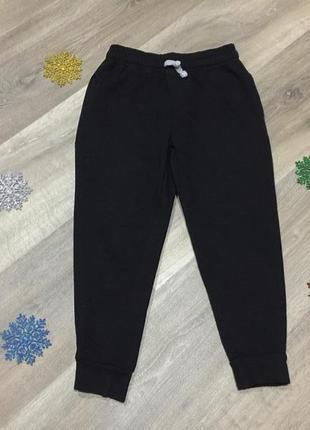 Теплые спортивные штаны,джогеры urban utlaws на манжетах ,карманы ,на 6\7 лет.