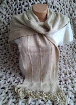 Большой бежевый шарф