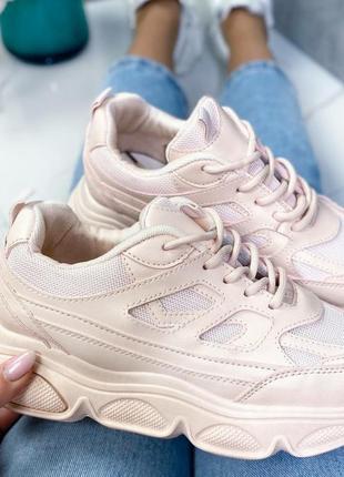 Женские кроссовки пудровые