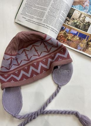 Стильная шапочка с ушками на завязках reebok