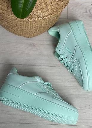 Женские кроссовки цвета мяты