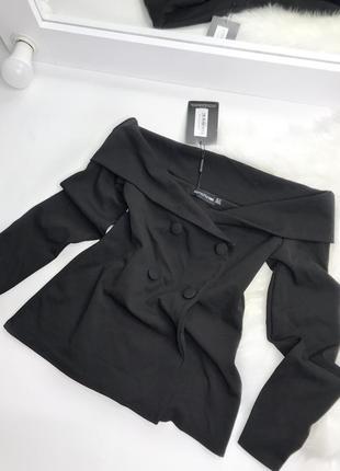 Чёрный пиджак с открытыми плечами