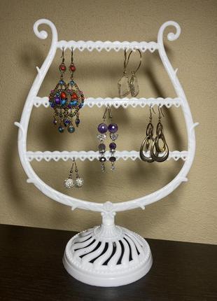 Подставка для украшений в виде бокала