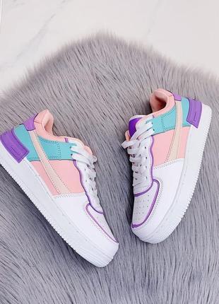 Стильные цветные кроссовки