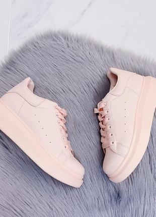 Низкие светло-розовые кроссовки