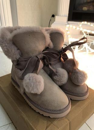 Зимние новые оригинальные ботинки ugg на овчине !