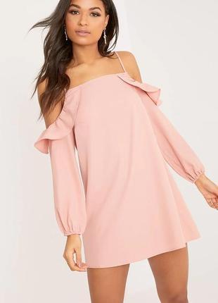 Pretty little thing розовое платье с открытыми плечами свободное оверсайз новое