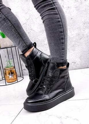 Высокие кожаные кроссовки