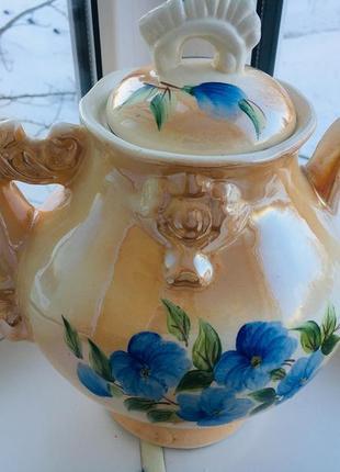 Красивый керамический чайник из ссср.
