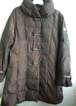 Пуховик,пальто -колір темний шоколад .італійський бренд одягу gialia valli