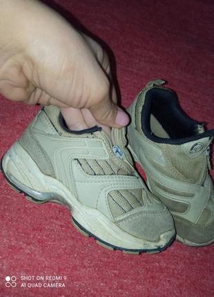 Взуття для хлопчика по 50 грн