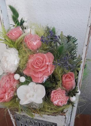 Композиція з мильних ароматних квіточок