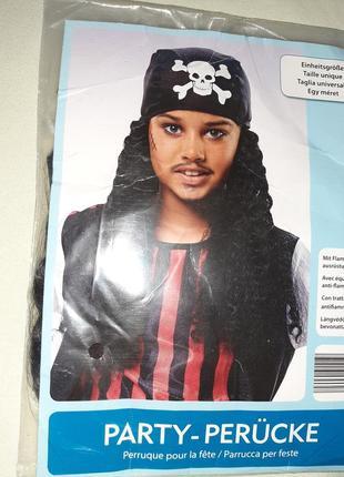 Бандана с волосами пирата.