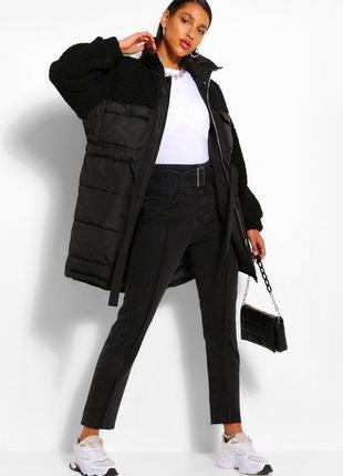 Удлиненная куртка-пуховик boohoo  с искусственным мехом и поясом