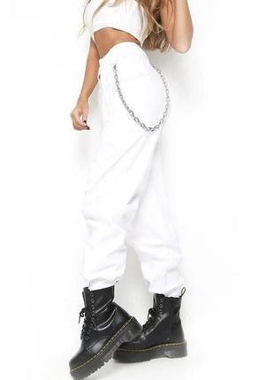 Белые брюки джогеры