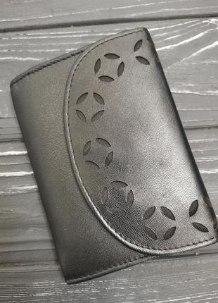 Шикарный кожаный кошелёк с перфорацией