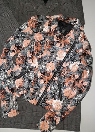 Укороченная  курточка косуха /косуха в актуальный цветочный принт