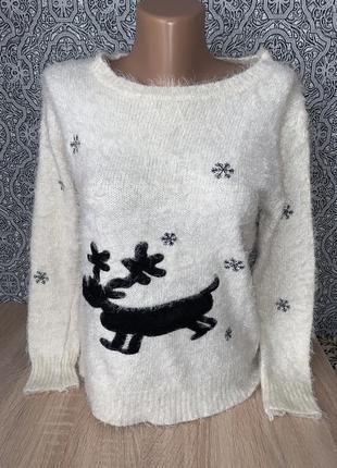 Шикарный свитер травка с оленем и снежинками