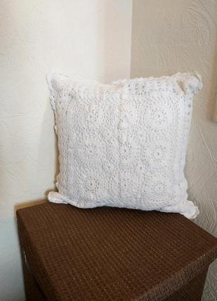 Декоративная наволочка интерьерная вязанная крючком белая бохо