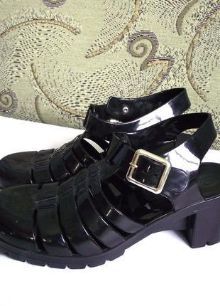 Распродажа! стильные силиконовые босоножки сандалии джелли river island, р.38-39