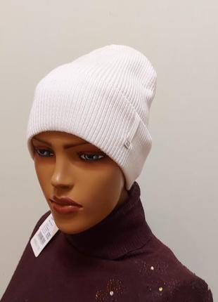 Стильная шапка 56-58 на флисе белая