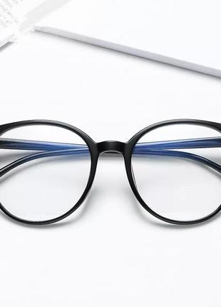 Защитные очки в комплекте с чехлом