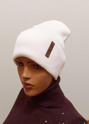 Стильная шапка с отворотом хлопок белая 56-58