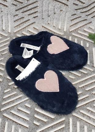 Темно-синие меховые тапочки с сердечком