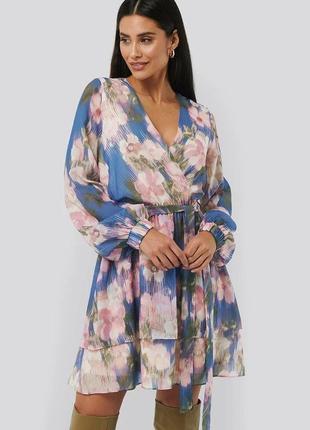 Новое платье с объемными рукавами na-kd