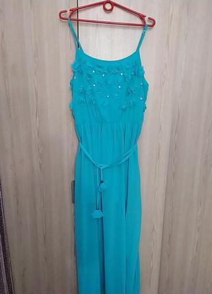 Легусенькое бирюзово ментоловое платье.