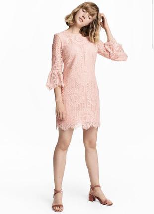 Очень красивое нюдовое кружевное платье мини h&m.