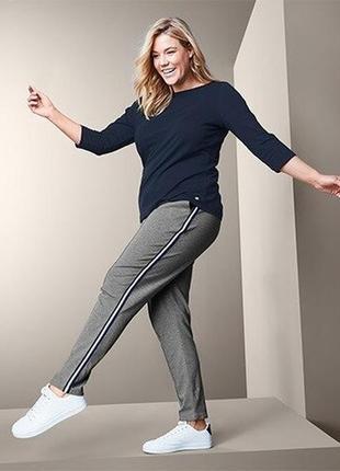 Класснючие спортивные штаны джоггеры  из вискозы  с лампасами tchibo