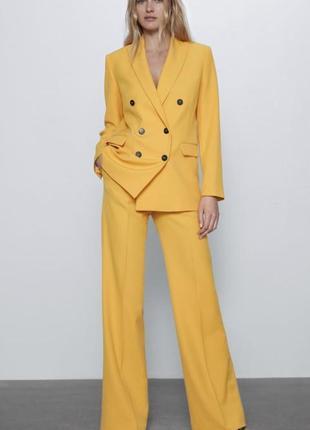 Жовтий костюм зара