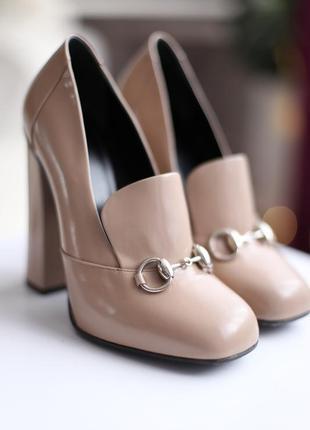 Шикарные кожаные   туфли gucci  оригинал на устойчивом каблуке
